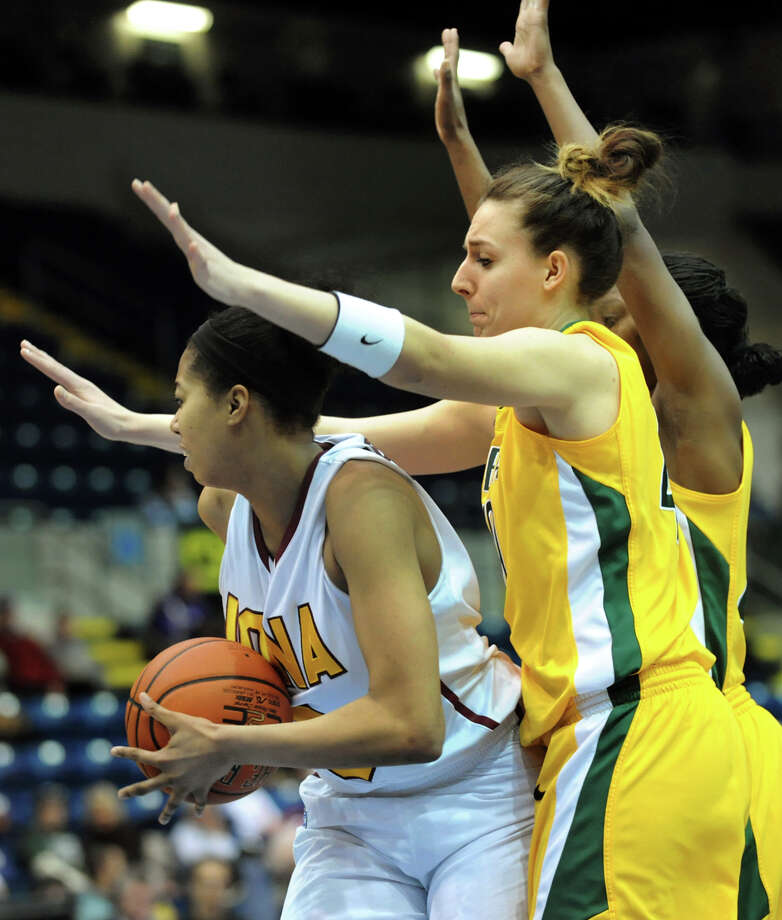 Siena's Clara Sole Anglada (40), right, defends against Iona's Sabrina Jeridore (3) during their semifinal MAAC Championship basketball game on Saturday, March 9, 2013, at MassMutual Center in Springfield, Mass. (Cindy Schultz / Times Union) Photo: Cindy Schultz / 10021492A