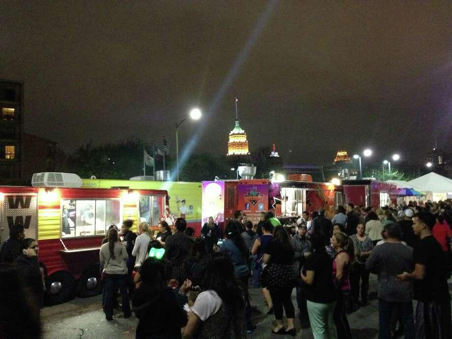 Food trucks line Alamo Street during Luminaria on Saturday, March 9, 2013. Photo: Benjamin Olivo / MySA.com