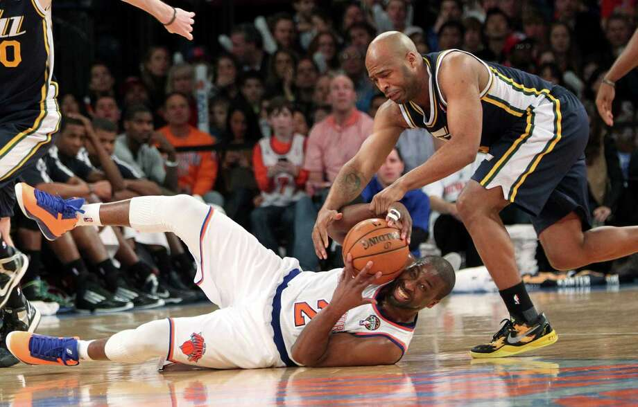 Knicks guard Raymond Felton fights for a loose ball against Jazz guard Jamaal Tinsley during the second half of New York's 113-84 win over Utah at Madison Square Garden. Photo: Mary Altaffer, STF / AP