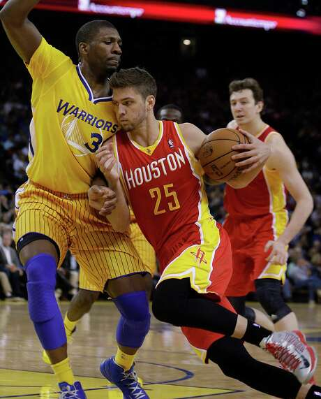Over the last six games, Chandler Parsons has averaged 24.3 points on 63.6 percent shooting. Photo: Ben Margot, STF / AP