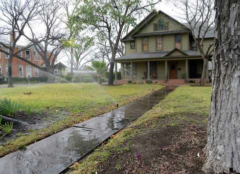 Forget about watering the streets, sidewalks or driveways. They will never grow a thing. Photo: Billy Calzada, San Antonio Express-News / San Antonio Express-News