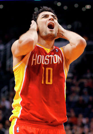 Rockets forward Carlos Delfino doesn't agree with a foul called against him while playing the Suns. Photo: Paul Connors