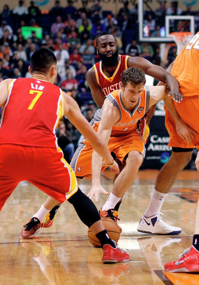 Goran Dragic of the Suns drives between Rockets guard Jeremy Lin and James Harden. Photo: Paul Connors