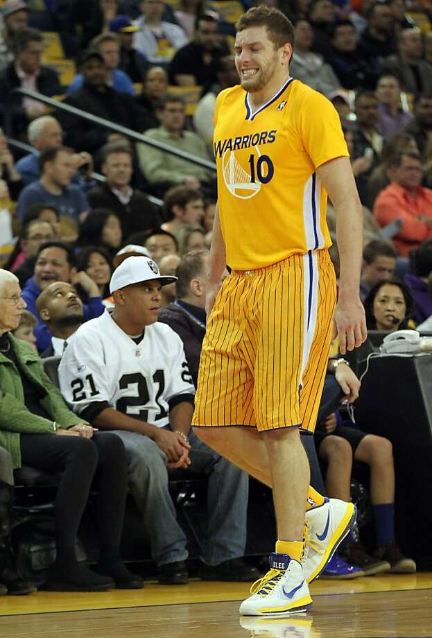 Forward David Lee walks gingerly off the floor after injuring his knee Friday against the Rockets. Photo: Lance Iversen, The Chronicle