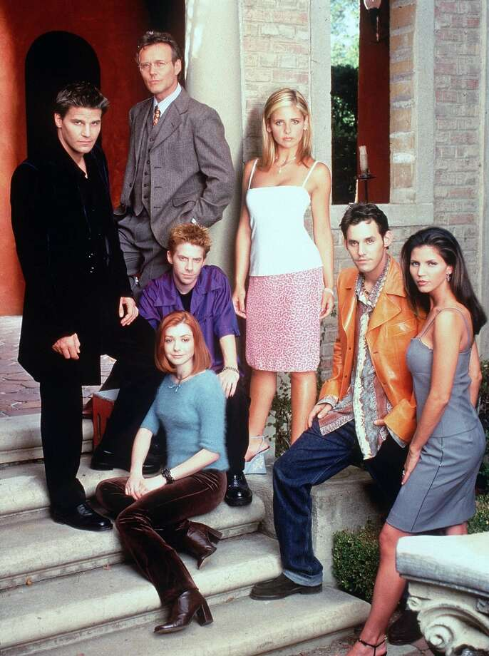 Sara Michelle Gellar, David Boreanaz, Nicholas Brendon, Alyson Hannigan, Charisma Carpenter, Anthony Stewart Head and Seth Green in 1998. Photo: Getty Images / Getty Images North America