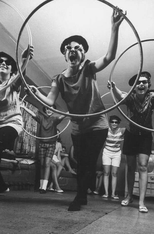 Can you tell the difference between hipsters and beatniks? Beatniks with hula hoops. Photo: A. Y. Owen, Getty / A. Y. Owen