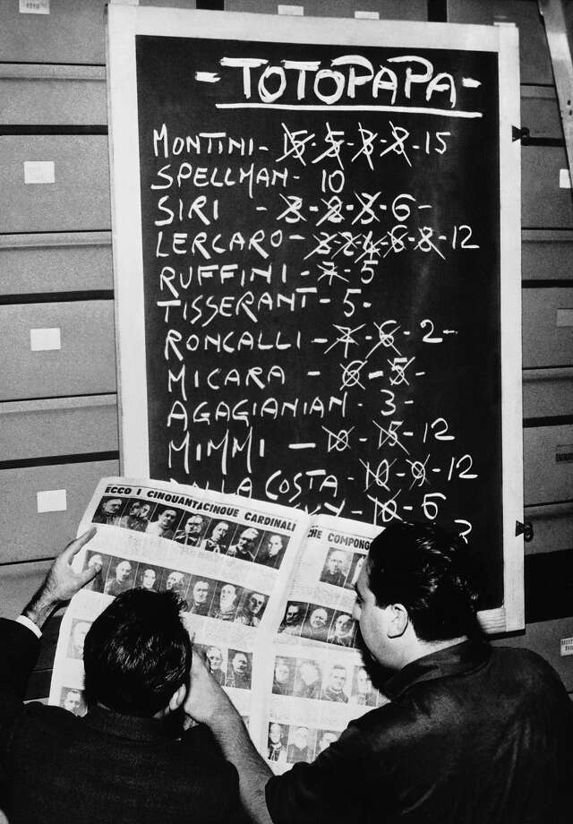 1958: Before the election of Pope John XXIII, Italians make up a table of forecasts concerning the future pope based on the list in the paper of cardinals in the Sacred College: this game is called TOTOPAPA. Photo: Keystone-France, Gamma-Keystone Via Getty Images / 1958 Keystone-France