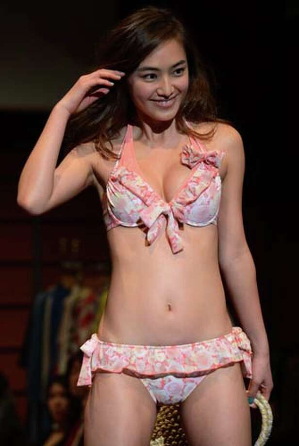 2013: Japanese model Natsumi displays Japanese apparel maker San-ai' latest swimsuits Photo: YOSHIKAZU TSUNO, AP/Getty / AFP