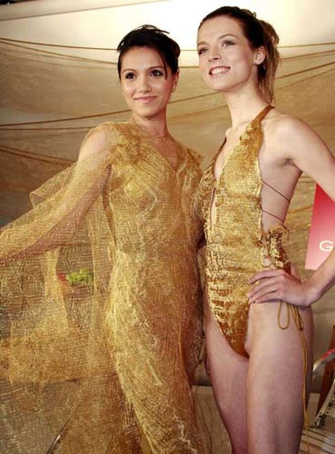 2007: Japan's jeweler Tanaka Kikinzoku Jewlelry unveils a gold made a swuimsuit (R) and a long dress. Photo: YOSHIKAZU TSUNO, AP/Getty / AFP