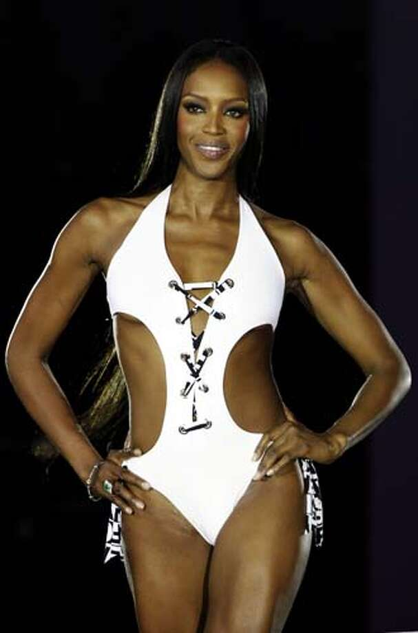 2007: Super model Naomi Campbell presents a swimsuit. Photo: SASCHA SCHUERMANN, AP/Getty / AFP