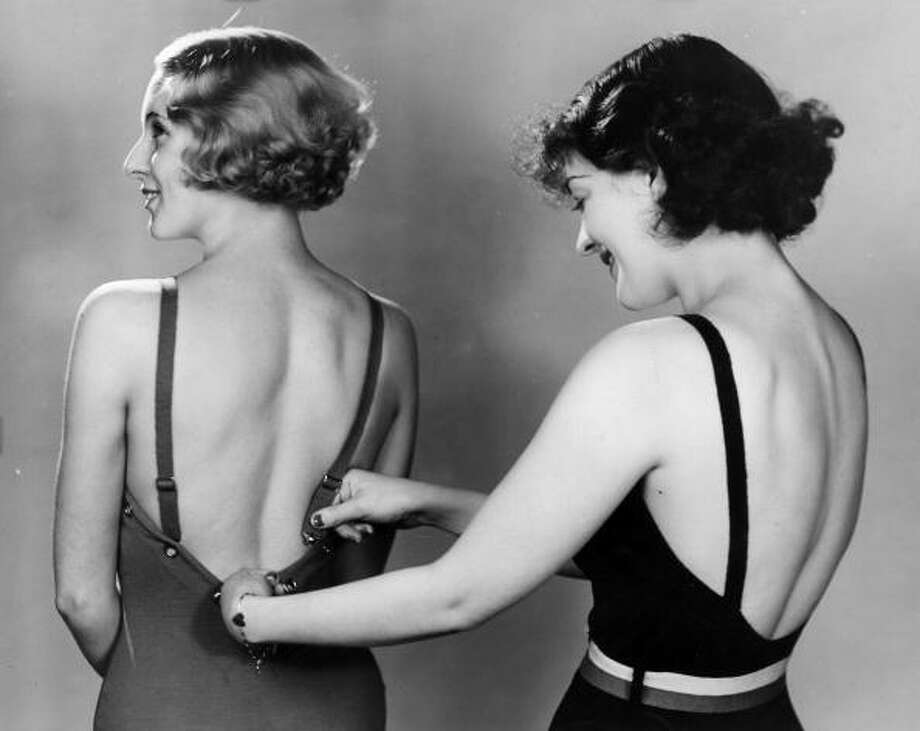 1934:A woman adjusting her friend's swimsuit. Photo: Fox Photos, Getty / Hulton Archive