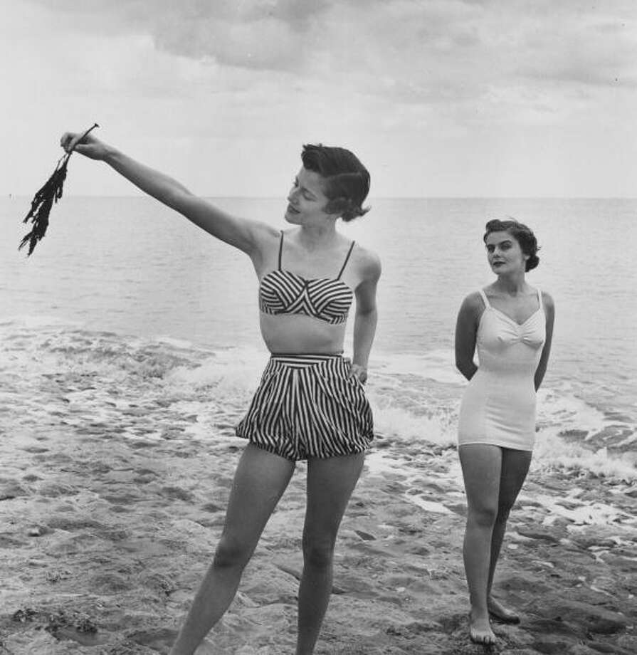 1948:  Two women modelling beachwear.  Photo: Bill Brandt, Getty / Picture Post