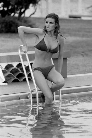 1968: American actress Raquel Welch enters a chilly pool. Photo: Terry O'Neill, Getty / 2004 Getty Images