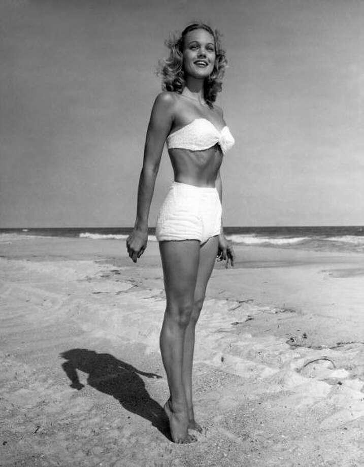 1950s:A woman in bikini standing on beach. Photo: George Marks, Getty / Retrofile