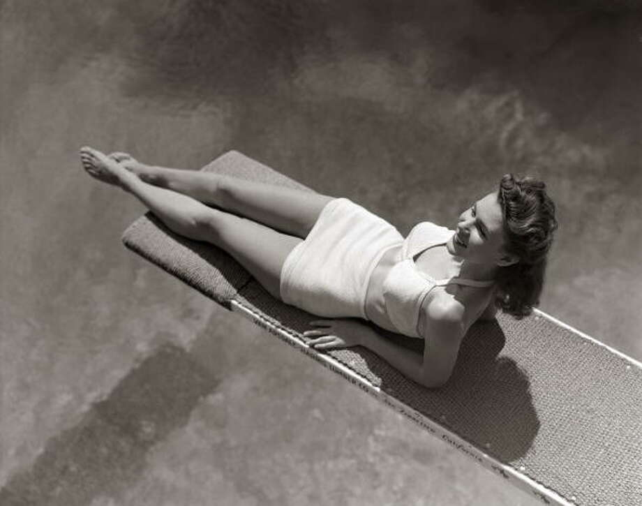 1940s:A woman lying on a diving board over a pool  Photo: H. Armstrong Roberts, Getty / Retrofile