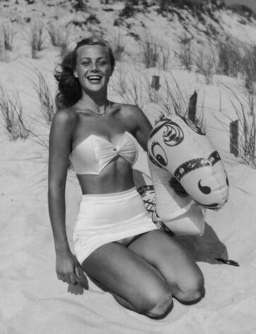 1955: A young woman on a beach with an inflatable beach toy. Photo: Frederic Lewis, Getty / 2009 Getty Images