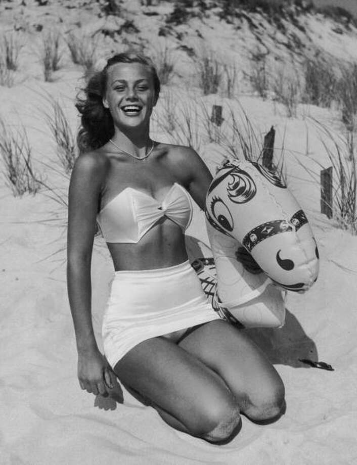 1955:A young woman on a beach with an inflatable beach toy. Photo: Frederic Lewis, Getty / 2009 Getty Images