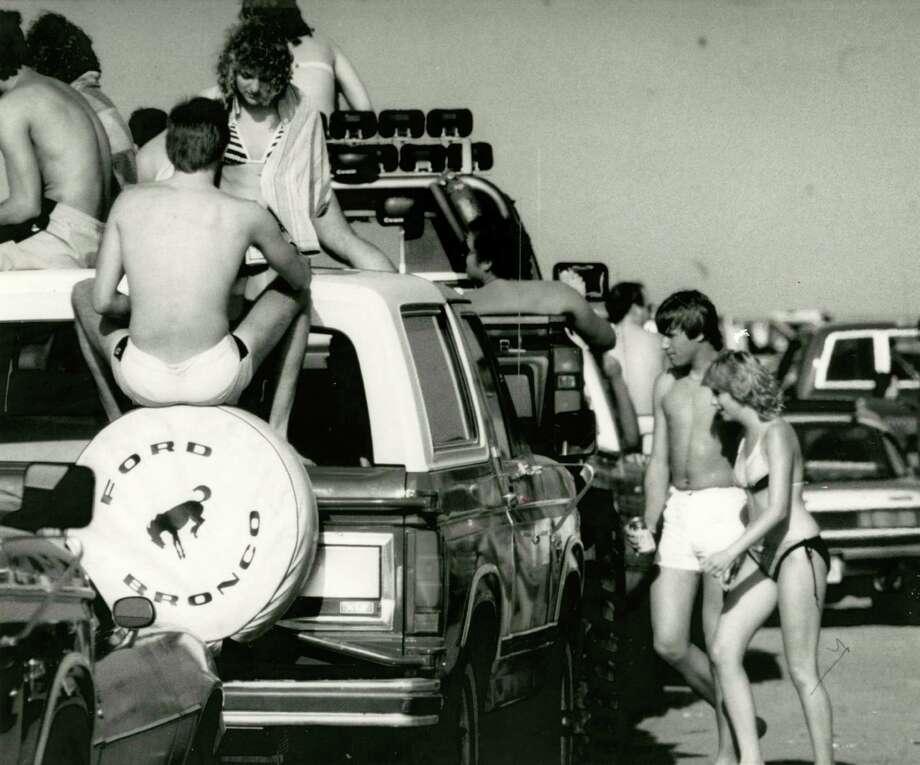 March 10, 1985:Spring break in Galveston. Photo: Manuel M. Chavez, Houston Chronicle