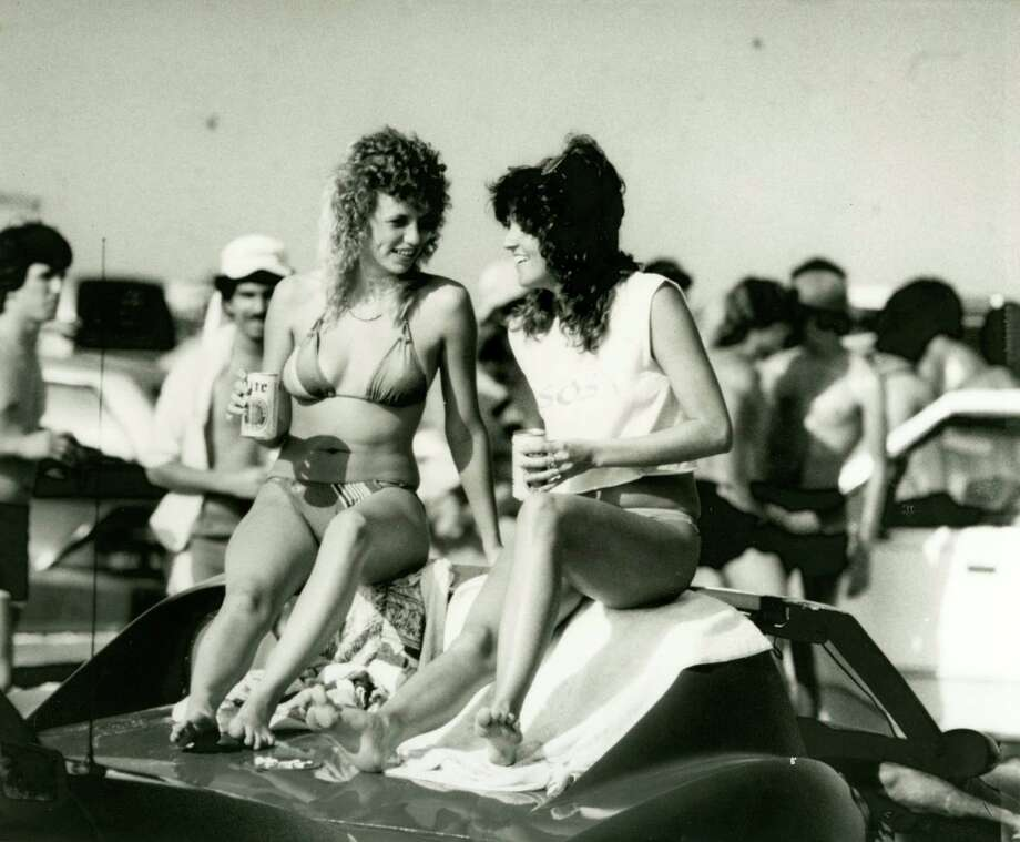 March 10, 1985: Spring break in Galveston. Photo: Manuel M. Chavez, Houston Chronicle