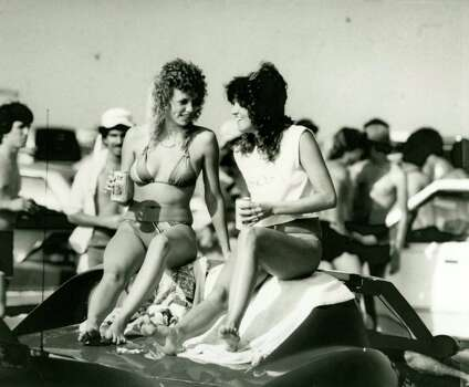 Spring break in Galveston, March 10, 1985. Photo: Manuel M. Chavez, Houston Chronicle