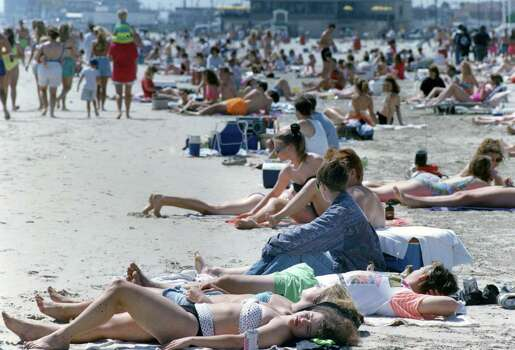 Spring break in Galveston, March 14, 1992. Photo: Manuel M. Chavez, Houston Chronicle