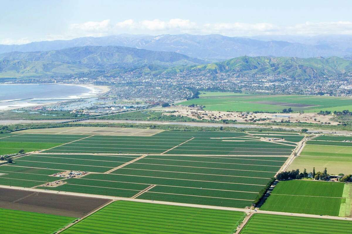 24. Oxnard-Thousand Oaks-Ventura, CA Adults who eat healthy all day: 68.5 percent Median household income: $80,032 Adults with daily stress: 39.5 percent Obesity rate: 20.3 percent Source:24/7 Wall Street