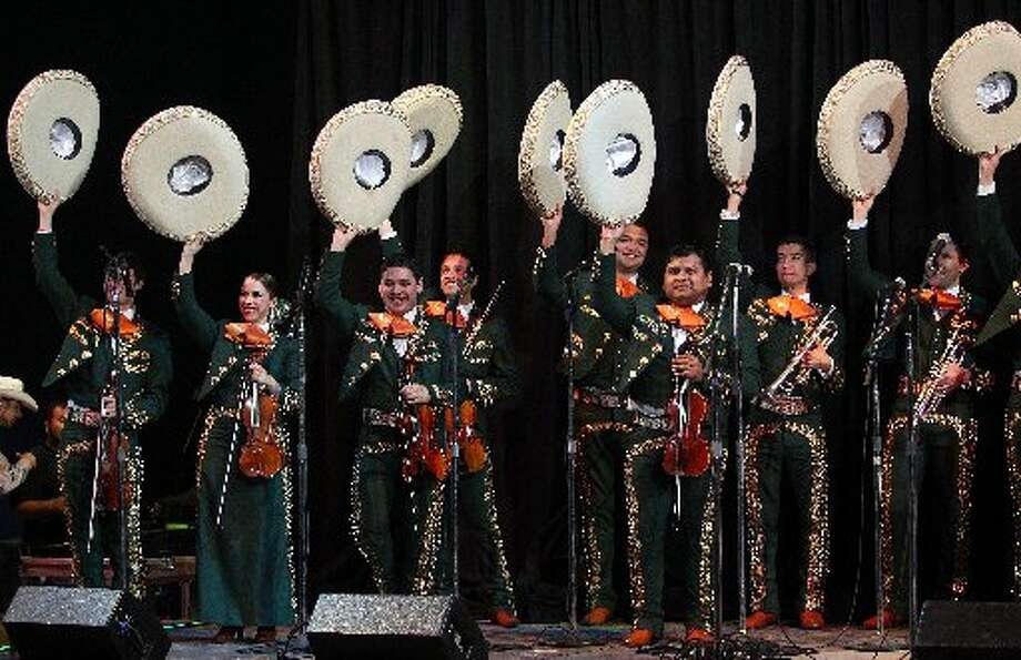 The University of Texas Pan American Mariachi band thanks the audience.