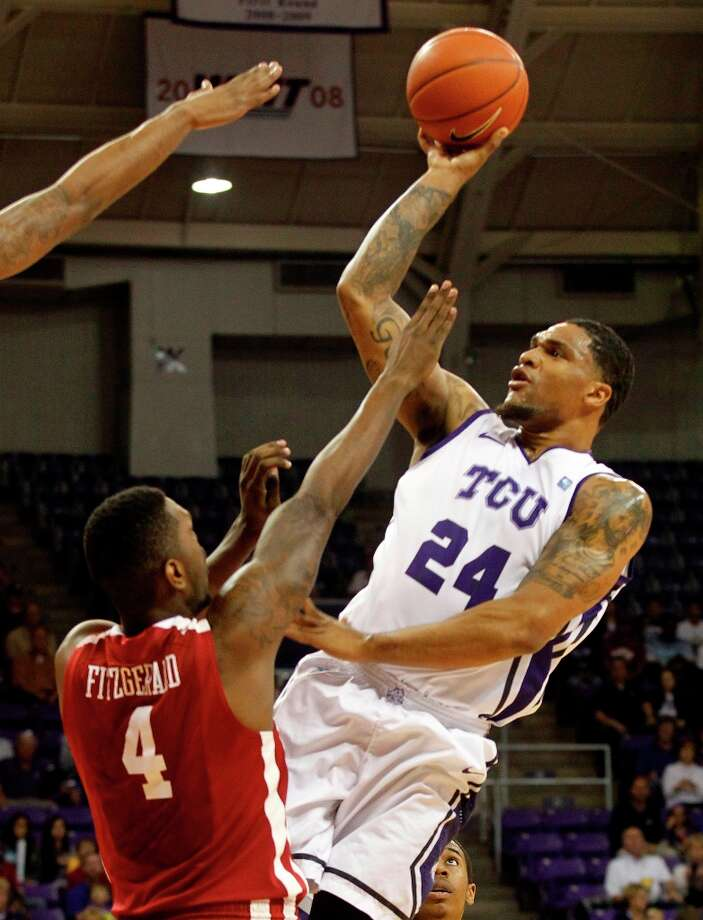 Who's hot - Oklahoma F Andrew Fitzgerald:Came off the bench for 13 points and 11 rebounds in the Sooners' loss at TCU. It was his first double-double of the season. Photo: Rodger Mallison, Associated Press / Fort Worth Star-Telegram