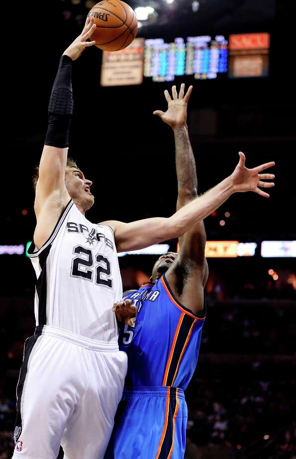 The Spurs' Tiago Splitter shoots over Oklahoma City Thunder's Kendrick Perkins during second half action Monday, March 11, 2013 at the AT&T Center. The Spurs won 105-93. Photo: Edward A. Ornelas, San Antonio Express-News / © 2013 San Antonio Express-News