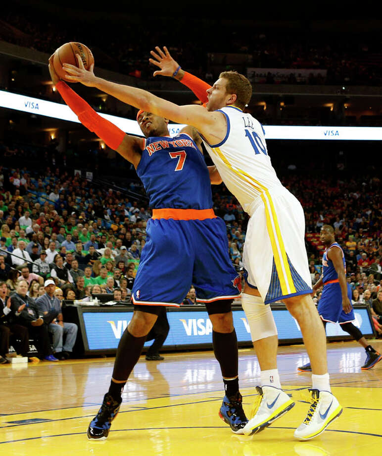 New York Knicks forward Carmelo Anthony (7, left) battles with Golden State Warriors's David Lee for a rebound during the first half. Photo: Beck Diefenbach, Special To The Chronicle / ONLINE_YES