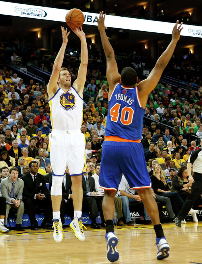 Golden State Warriors's David Lee (10) shoots the ball over New York Knicks forward Kurt Thomas (40) during the first half. Photo: Beck Diefenbach, Special To The Chronicle / ONLINE_YES