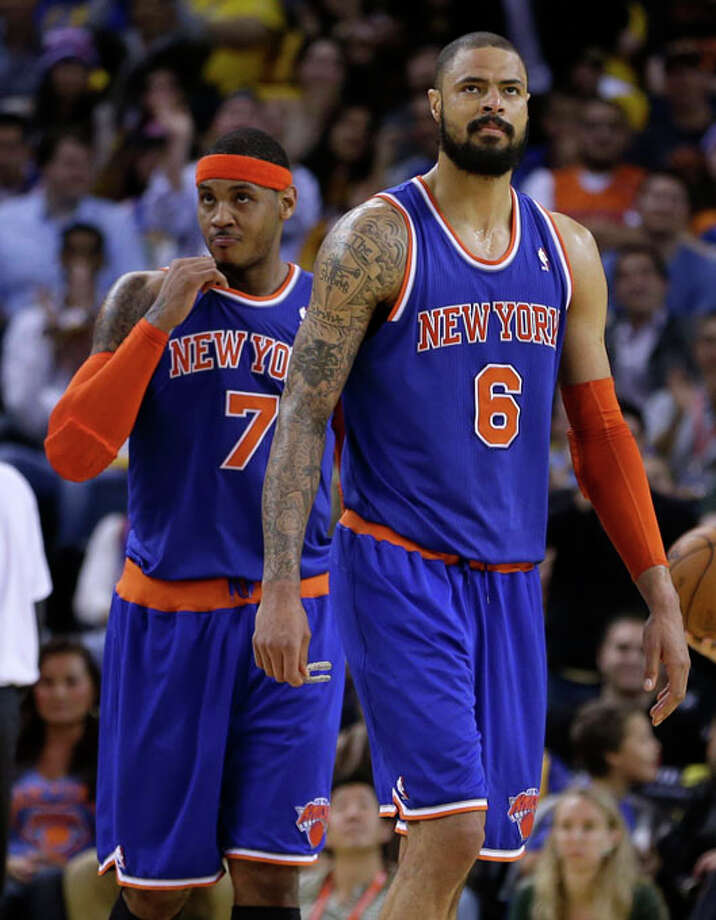 New York Knicks' Carmelo Anthony, left, and Tyson Chandler (6) look at the scoreboard during the second half. Photo: Ben Margot, Associated Press / AP