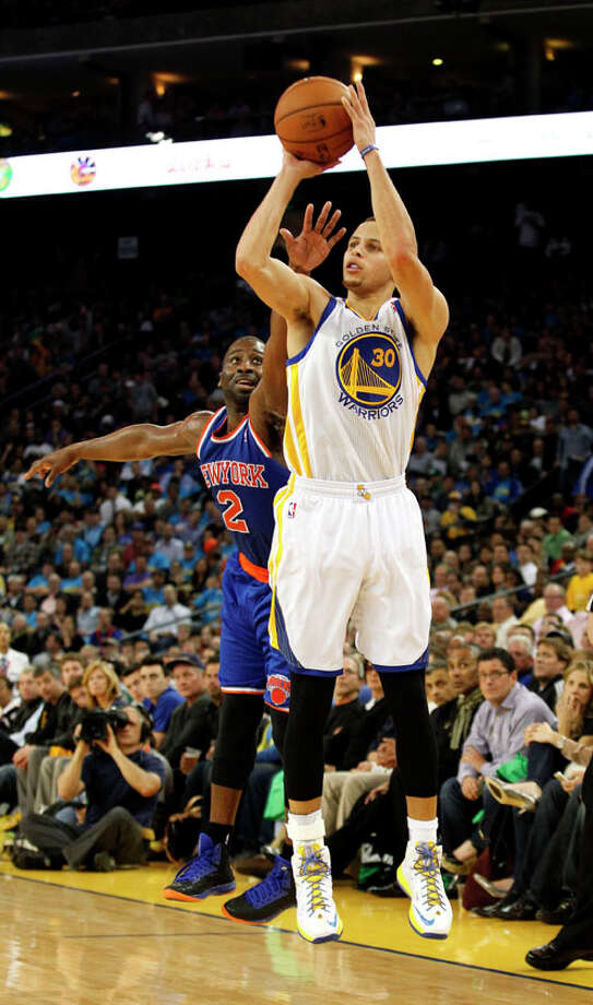 Golden State Warriors guard Stephen Curry shoots for three ahead of New York Knicks guard Raymond Felton  during the second period. Photo: Beck Diefenbach, Special To The Chronicle / ONLINE_YES