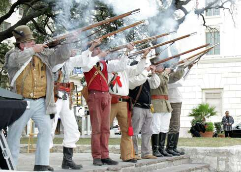Members of the San Antonio Living History Association honor guard fire a flintlock volley March 6 during an annual memorial service to honor the heroes of the Alamo at the Cenotaph in Alamo Plaza. Photo: Sgt. Lee Ezzell / U.S. Army