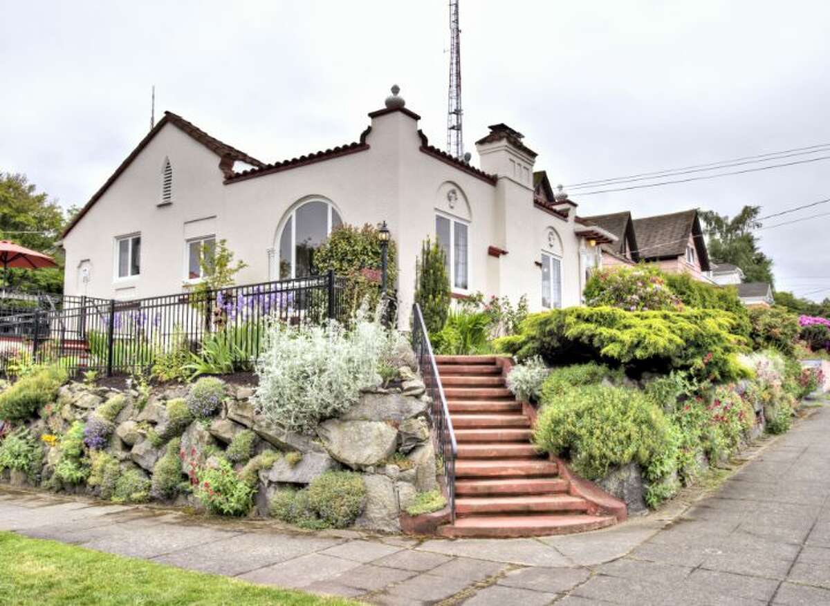 Queen Anne offers fetching homes from a variety of eras and styles. Here are four listed for between $750,000 and $800,000, starting with 1622 1st Ave. N. The 2,800-square-foot Mediterranean-style house, built in 1927, has three bedrooms, 1.75 bathrooms, vaulted barrel ceilings, mahogany woodwork, leaded glass, a family room, a roof deck and a patio on a 3,150-square-foot lot. It's listed for $799,950.