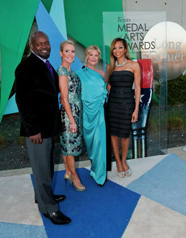 From left, retired NFL runningback Emmitt Smith, Texas Arts co-shairs Marita Fairbanks and Kelli Blanton, and Smith's wife, Patricia Southall on the red carpet of the 2013 Texas Medal of Arts gala on Tues., March 5, 2013 at the Long Center in Austin, TX. Ashley Landis for the Houston Chronicle Photo: Ashley Landis, Contributor / copyright 2013 Ashley Landis