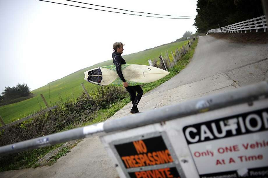 Mike Wallace of El Granada ignores signs blocking public access to the private road to Martin's Beach. Photo: Michael Short, Special To The Chronicle