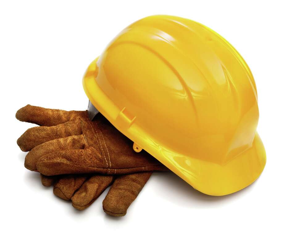 Yellow hardhat and old leather gloves isolated on white background Photo: Irina Tischenko / 10286899