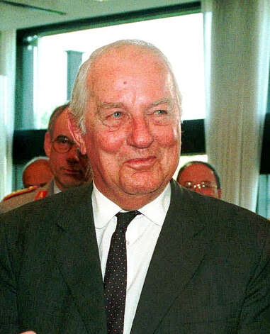 FILE - In this Oct. 16,  1997 file picture Ewald-Heinrich  von Kleist,  is honored at a ceremony in Bonn, Germany.  Ewald-Heinrich von Kleist, the last surviving member of the main plot to kill Adolf Hitler and who once volunteered to wear a suicide vest to assassinate the Nazi dictator, has died. He was 90.  Von Kleist's wife, Gundula von Kleist said Tuesday March 12, 2013  her husband died at his home in Munich on March 8.  (AP Photo,Roberto Pfeil, file) Photo: ROBERTO PFEIL