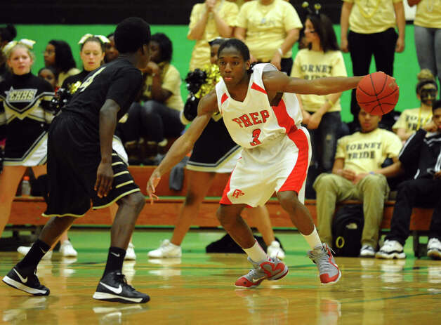 Fairfield Prep's #3 Keith Pettway, during Class LL boys basketball semifinal action against East Hartford in Waterbury, Conn. on Tuesday March 12, 2013. Photo: Christian Abraham / Connecticut Post