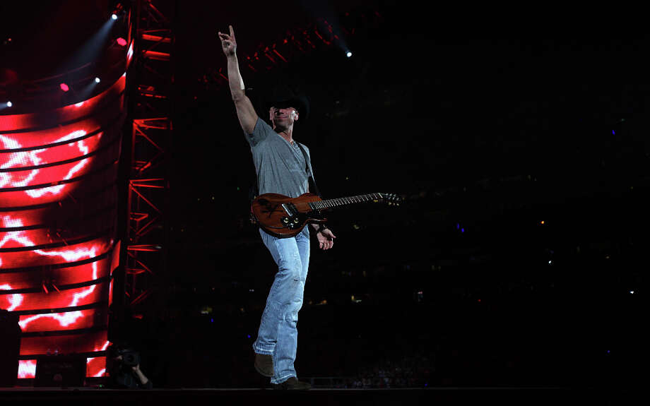 Kenny Chesney performs at RodeoHouston on March 12. Photo: Mayra Beltran, Houston Chronicle / © 2013 Houston Chronicle