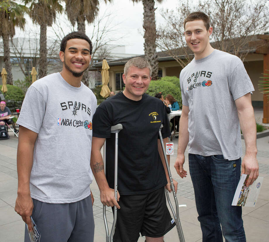 Cory Joseph (from left), wounded warrior Jerry Hamilton and Aron Baynes Photo: J. MICHAEL SHORT, FOR THE EXPRESS-NEWS / THE SAN ANTONIO EXPRESS-NEWS