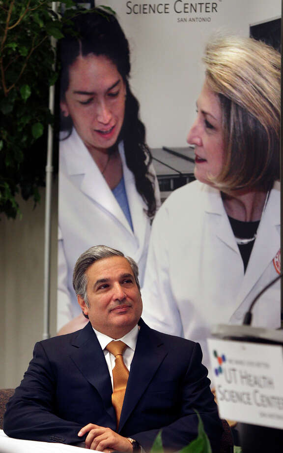 Metro daily - Dr. Francisco Cigarroa who has been the President of the University of Texas Health Science Center for eight years, waits to announce that he will resign the post in Sept. of 2009, Friday, Oct. 31, 2008.  BOB OWEN/rowen@express-news.net Photo: BOB OWEN, SAEN Staff / San Antonio Express-News