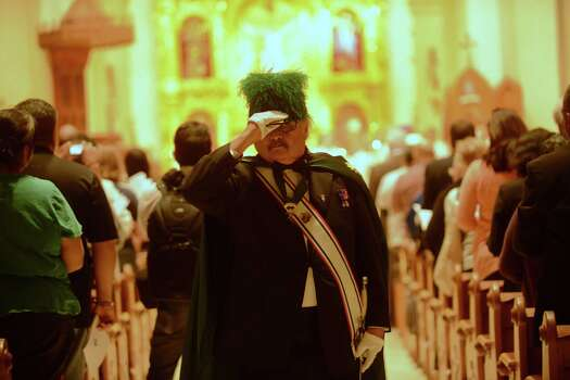 A member of the Knights of Columbus participates in a Mass to celebrate the new Pope Francis I at San Fernando Cathedral on March 13, 2013. Photo: San Antonio Express-News