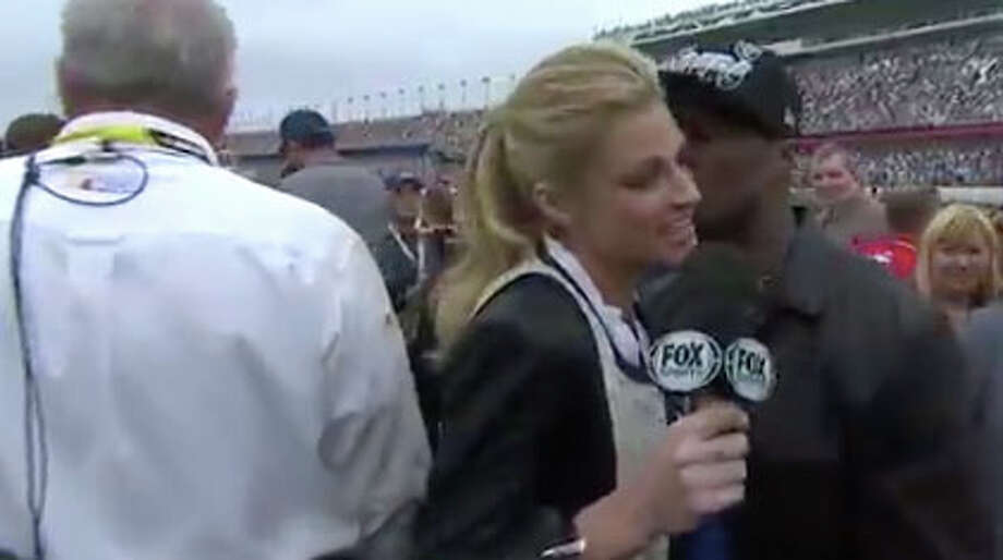 And one that didn't ... 50 Cent tried to kiss Fox Sports' Erin Andrews while she was covering the Daytona 500 in Florida in 2013 ... and ended up a joke across the planet. Andrews later said it was her fault because she was being yelled at from this side and didn't even notice that the rapper was trying to casually give her a peck. OK, if she says so. Photo: Getty