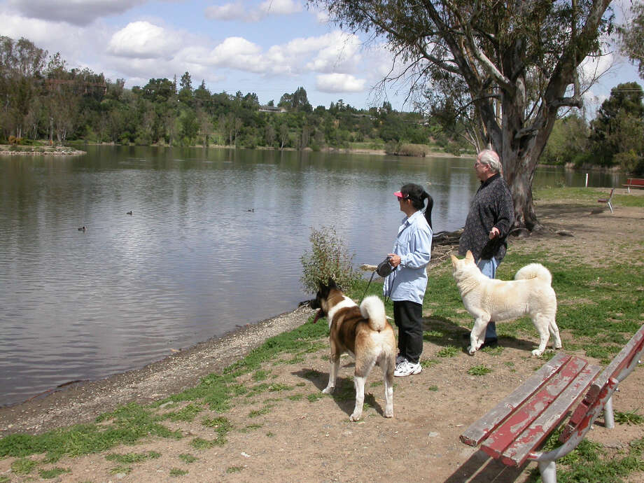 Vasona County Park provides access to small lake and 14-mile bike trail