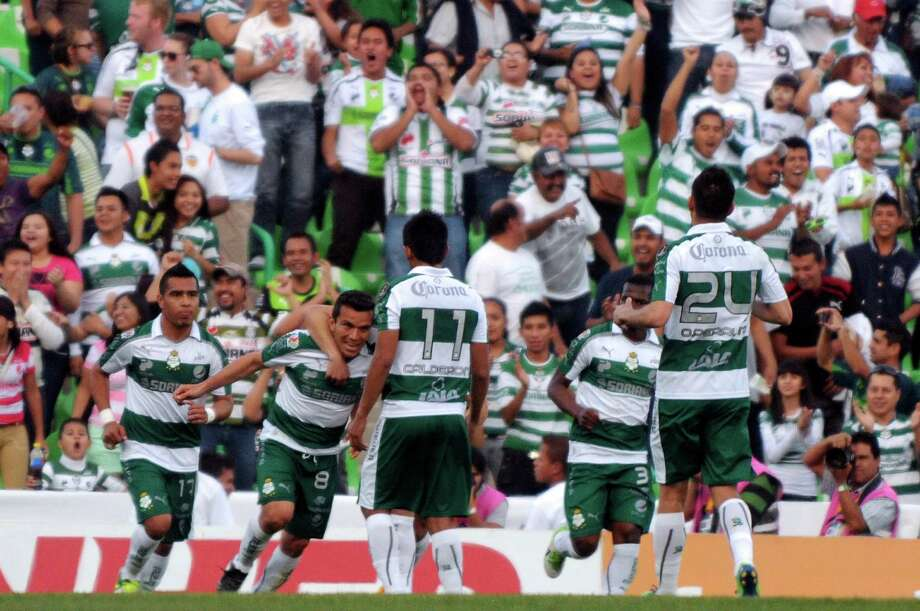 Santos players celebrate the second goal against the Dynamo. Photo: LUIS FUENTES, AFP/Getty Images / AFP