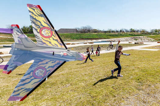 Five-year-old Jaylen Hernandez has some luck getting her kite airborne as her family and others revel in the sunshine Wednesday at Padre County Park on the Mission Reach. More gorgeous spring weather is forecast today. Photo: Photos By Marvin Pfeiffer / San Antonio Express-News