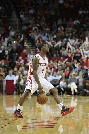 Aaron Brooks makes his first appearance after returning to the Rockets. Photo: Billy Smith II, Chronicle / © 2013 Houston Chronicle