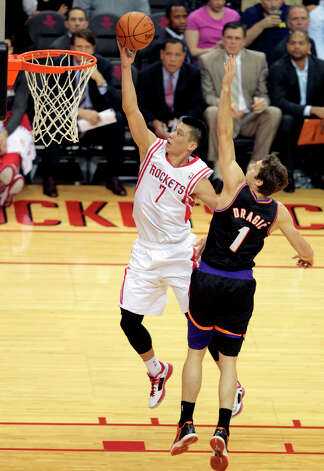 Jeremy Lin of the Rockets goes in for a layup against Suns guard Goran Dragic. Photo: Billy Smith II, Chronicle / © 2013 Houston Chronicle